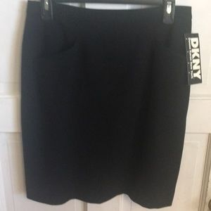 NWT DKNY pencil skirt with 2 front pockets. Lined